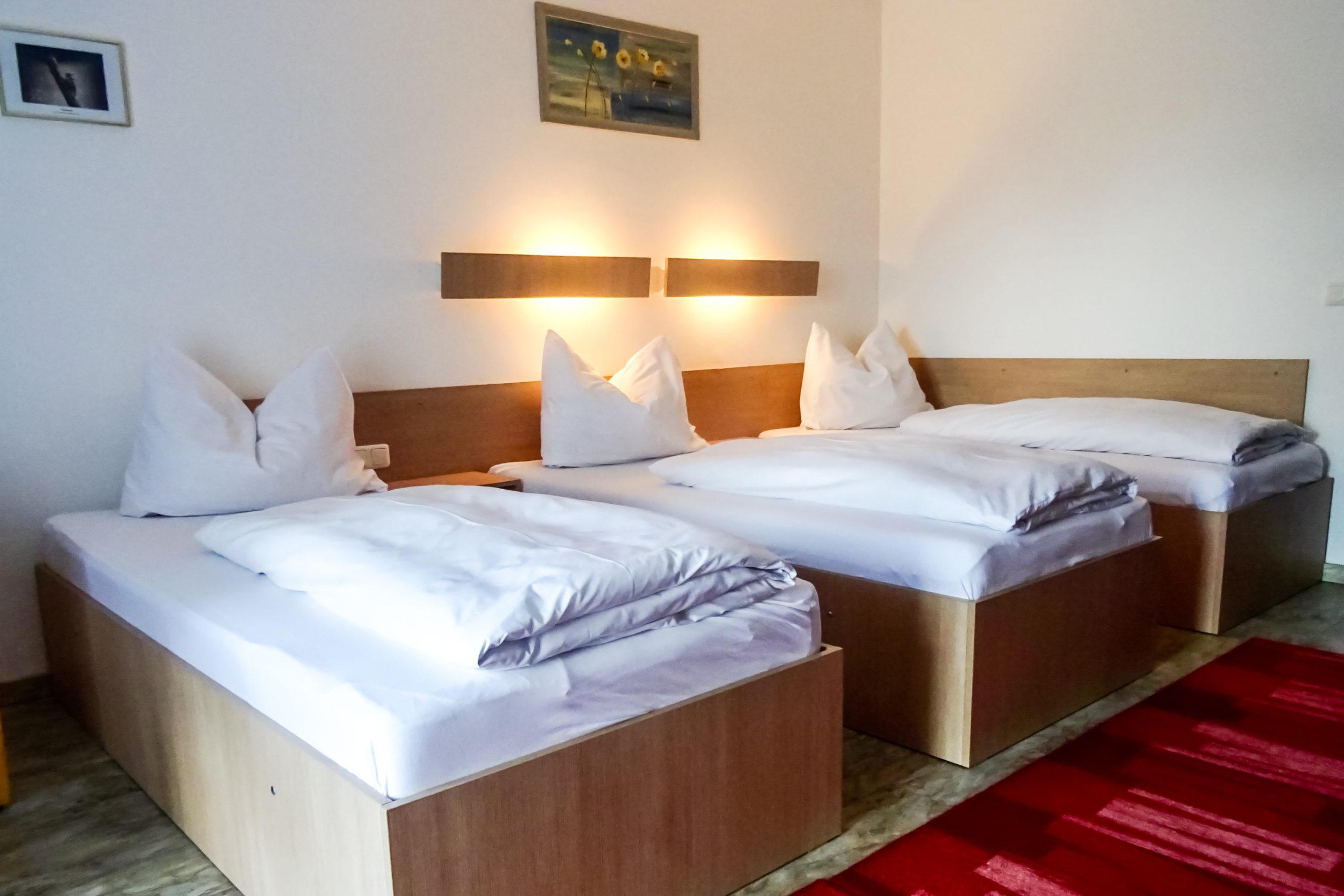 3-bett-zimmer-hotel-neuhaus