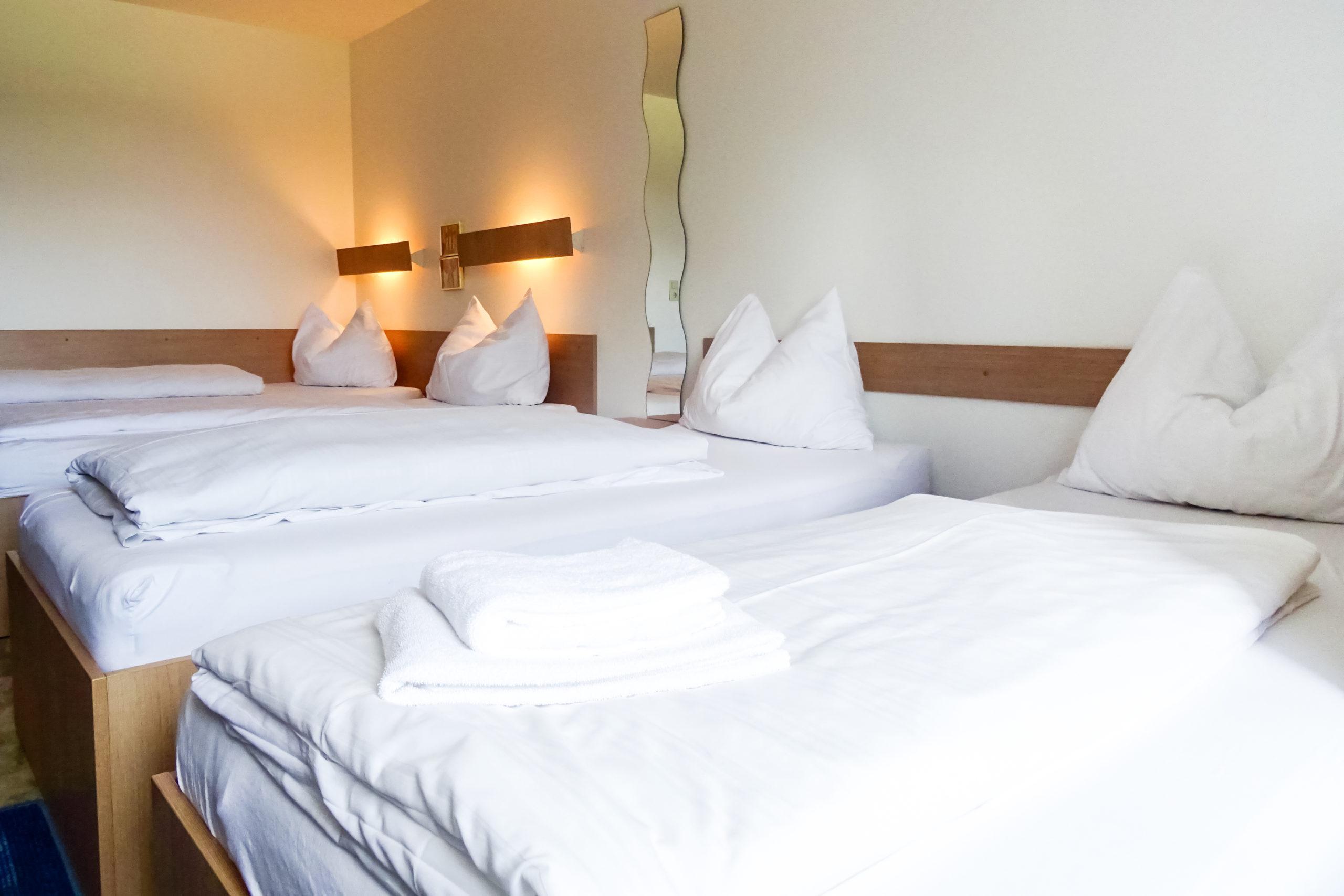 4-bett-zimmer-neuhaus-hotel
